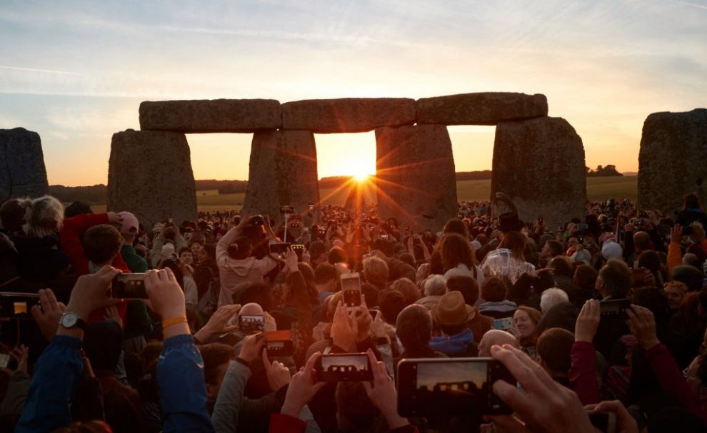 Archeologists Discover Neolithic Structure Near Stonehenge