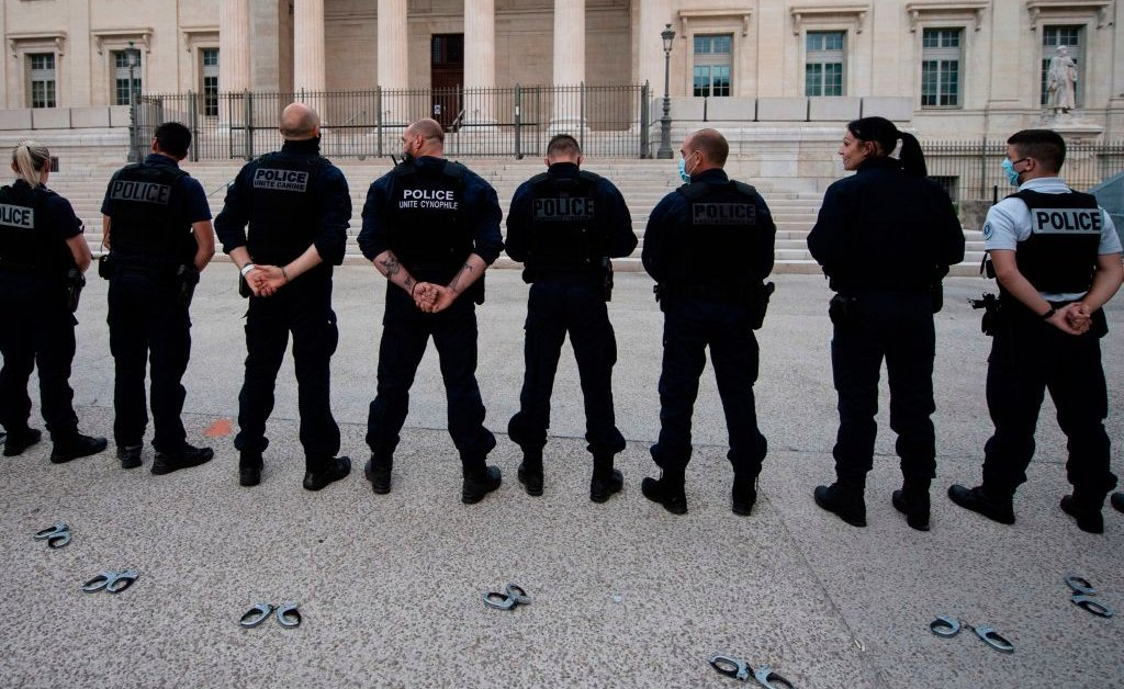 French Police Throw Handcuffs on Ground in Protest of Ban on Chokehold