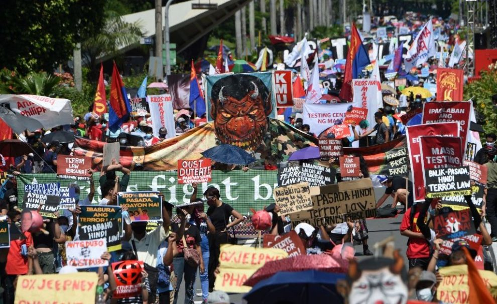 Hundreds of Protesters Rally in Manila Ahead of Duterte's State of the Philippines Address