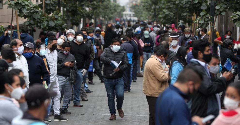 Peruvians Fill the Streets as Lockdown Ends Despite New Infections