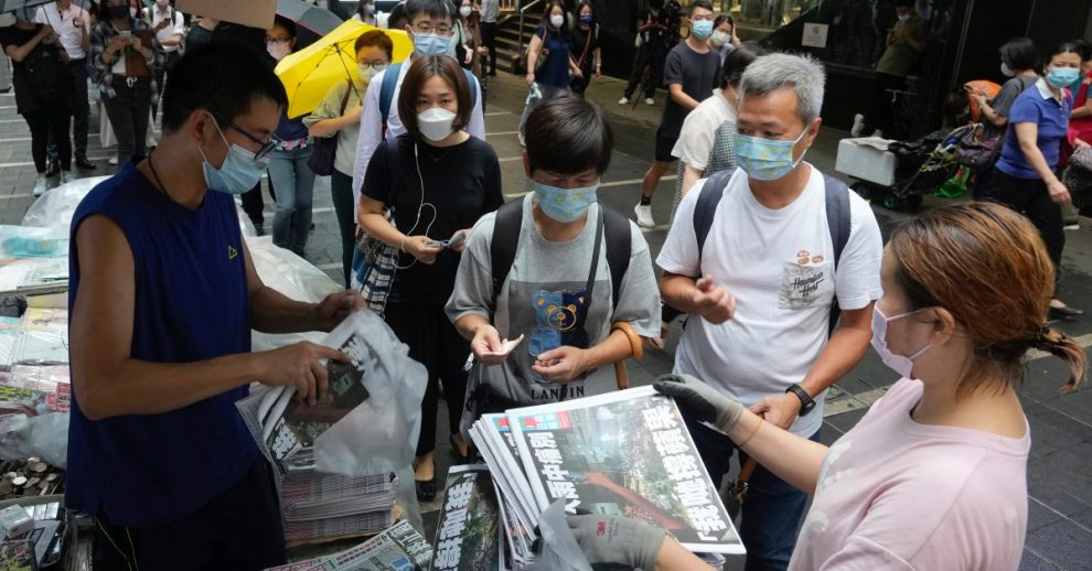 Hongkongers Line Up to Buy Last Edition of Pro-Democracy Apple Daily Newspaper